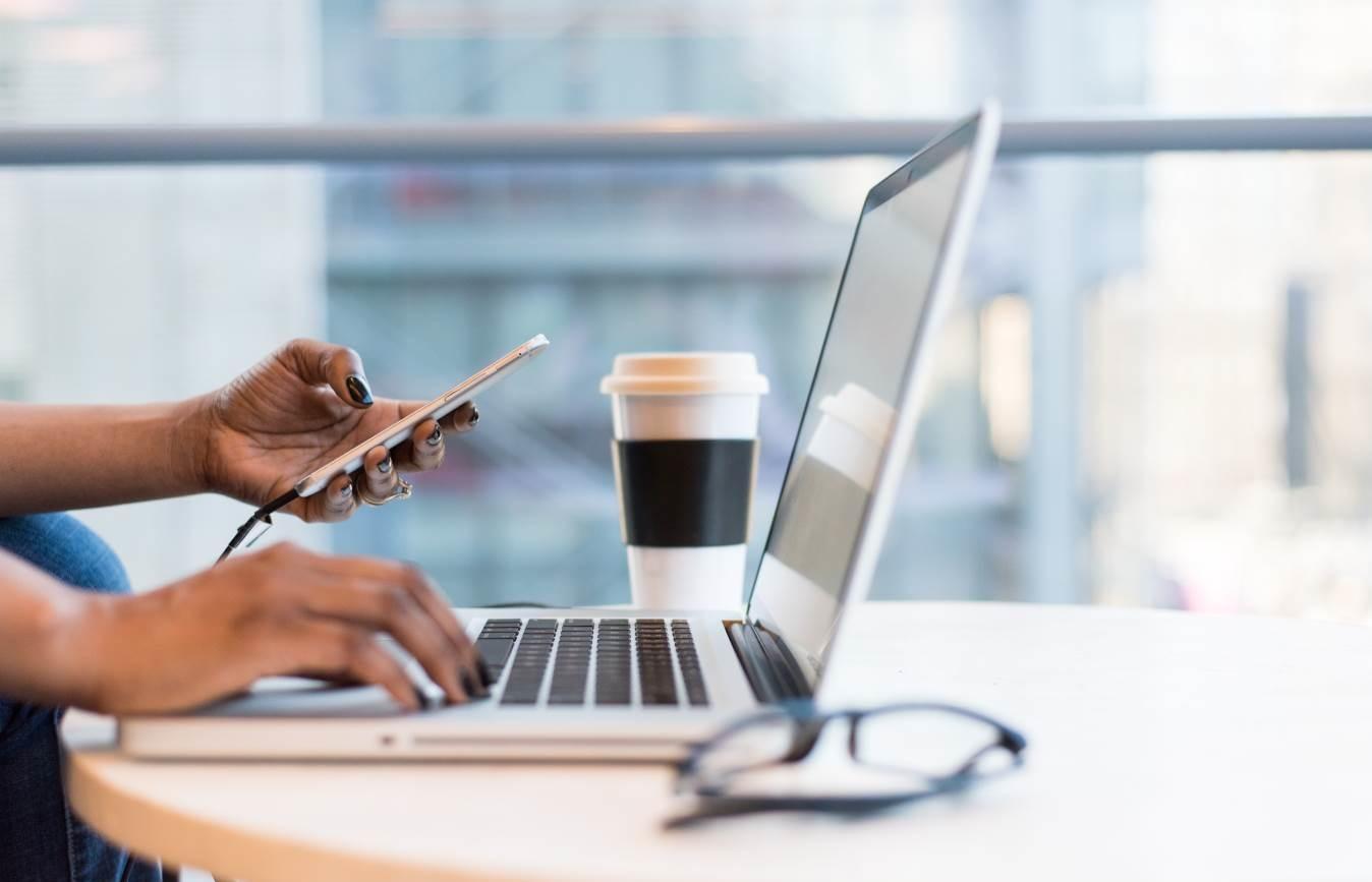 ماهي وسائل الاتصال في شبكات الحاسب عبر الإنترنت 2021؟